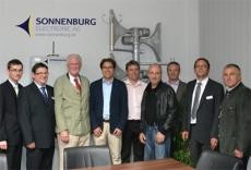 Rotarier erkundigen sich über die Produktion elektronischer Sirenen